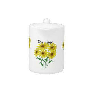 Tetera del tiempo del té del ramo de la margarita