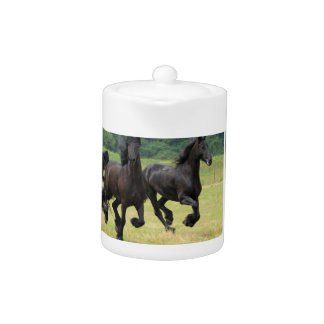 Tetera frisia galopante de los caballos