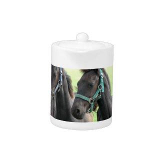 Tetera negra del diseño del caballo
