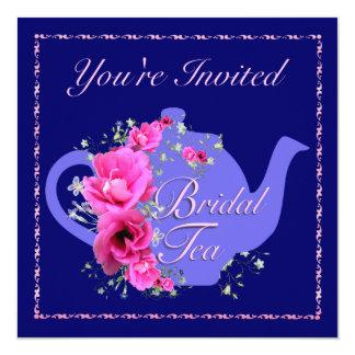Tetera nupcial de las invitaciones del té y flores comunicados personales