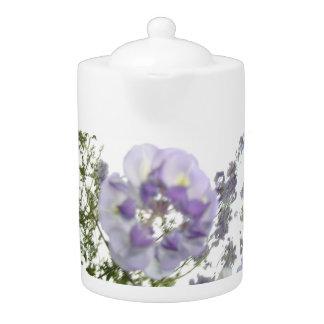 Tetera púrpura de la floración de la flor de las g