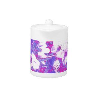 Tetera púrpura del flor