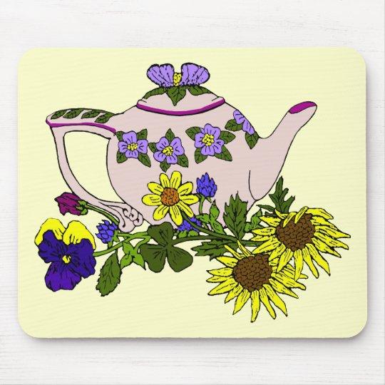 Tetera rosada con las flores en amarillo tapete de ratones
