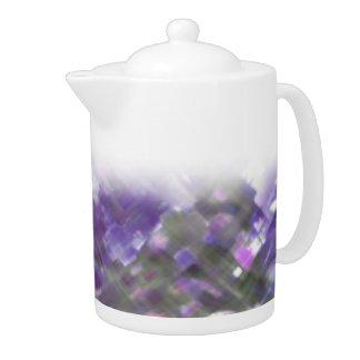 Tetera suave floral del medio de las púrpuras del