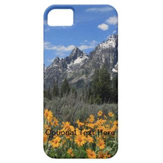 Tetons magnífico con las flores amarillas iPhone 5 cárcasa
