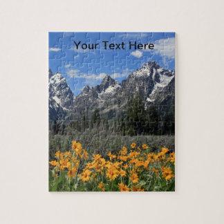 Tetons magnífico con las flores de la nieve y de rompecabezas con fotos