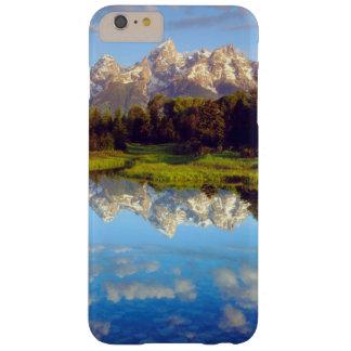 Tetons magnífico que refleja en el río Snake Funda Barely There iPhone 6 Plus