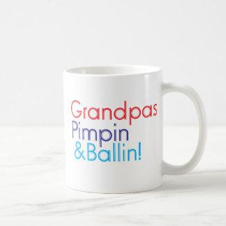 Texto azul rojo del abuelo que dice al abuelo taza clásica