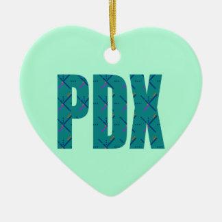 Texto de la alfombra del aeropuerto de PDX Adorno Navideño De Cerámica En Forma De Corazón