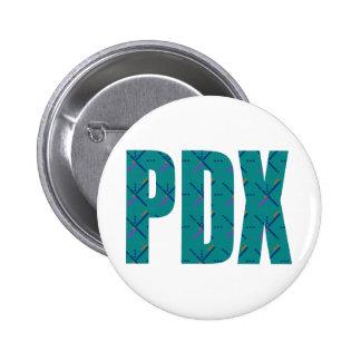 Texto de la alfombra del aeropuerto de PDX Pin Redondo De 2 Pulgadas