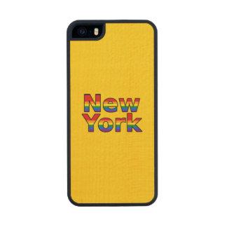 Texto del arco iris de LGBT Nueva York Funda De Arce Carved® Para iPhone 5 Slim