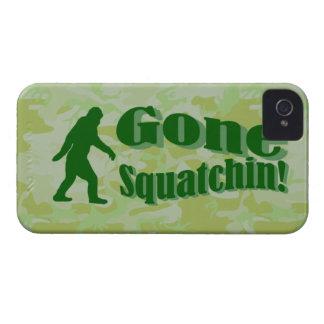 Texto ido de Squatchin en camuflaje verde iPhone 4 Case-Mate Carcasa