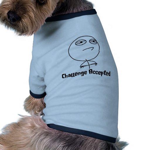 Texto negro y blanco aceptado desafío camiseta con mangas para perro