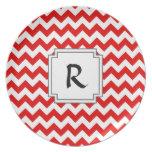 Texto o monograma de encargo en galones rojos plato de comida