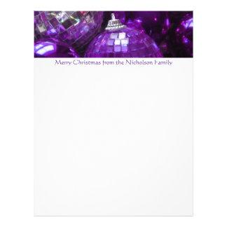 Texto púrpura de la púrpura del papel con membrete membrete a diseño