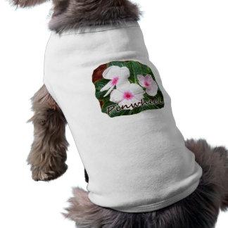 Texto púrpura de las flores de molinillo de viento playera sin mangas para perro