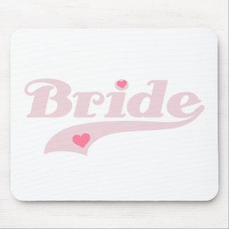 Texto rosado con la novia de los corazones tapetes de ratón