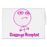 Texto rosado y blanco aceptado desafío felicitacion
