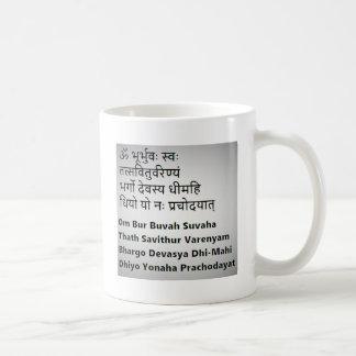 Texto sánscrito original:  El mantra de Gayatri, Taza