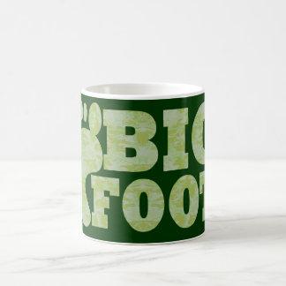 Texto verde de Bigfoot del camuflaje Taza Clásica