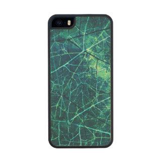 Textura agrietada aguamarina del Grunge del modelo Funda De Arce Carved® Para iPhone 5