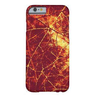 Textura agrietada infierno del Grunge del modelo Funda De iPhone 6 Barely There