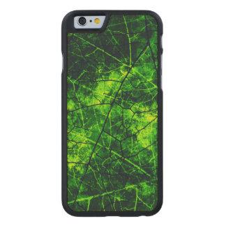 Textura agrietada verde del Grunge del modelo de Funda De iPhone 6 Carved® Slim De Arce