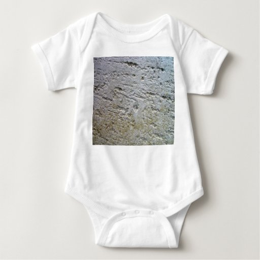 Textura aserrada de la piedra caliza con la sombra playeras