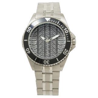 Textura automotriz de goma del neumático relojes