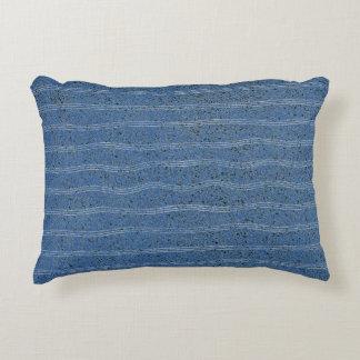Textura azul del corcho con las líneas blancas cojín