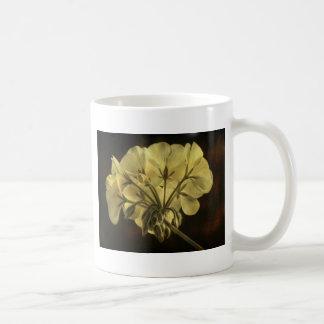 Textura de la flor del geranio taza