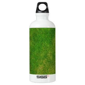Textura de la hierba verde botella de agua