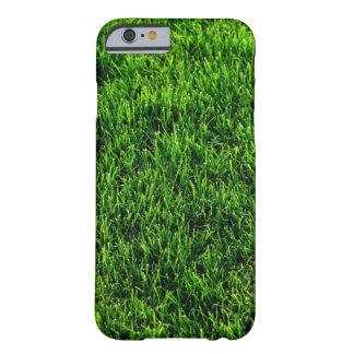 Textura de la hierba verde de un campo de fútbol funda barely there iPhone 6