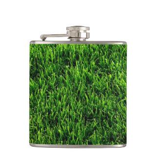 Textura de la hierba verde de un campo de fútbol petaca