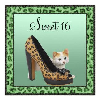 Textura de la piel del verde del zapato del gatito invitación personalizada