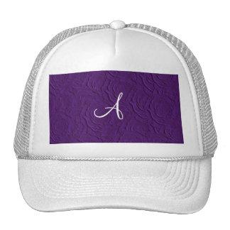 Textura de los rosas púrpuras del monograma falsa gorras