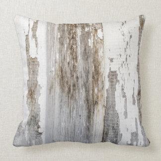 Textura de madera de la pared de la pintura blanca cojin