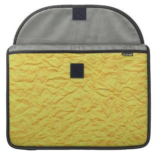 Textura de papel amarilla arrugada funda para macbook pro