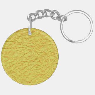 Textura de papel amarilla arrugada llavero redondo acrílico a doble cara