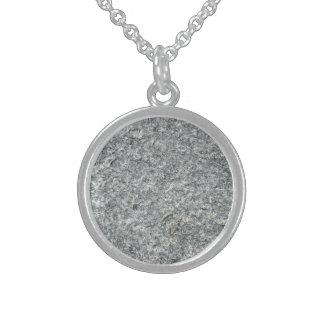 Textura del granito collar de plata de ley