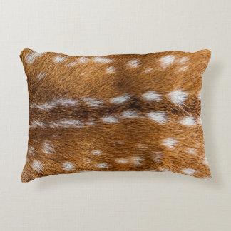Textura manchada de la piel de los ciervos cojín decorativo