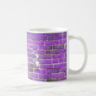 Textura púrpura de la pared de ladrillo del vintag taza