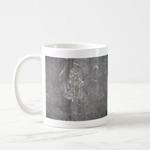 Textura rasguñada gris del metal taza básica blanca