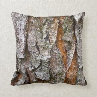 Textura real de la corteza de árbol almohada