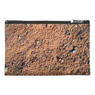 Textura roja de la arena con los rastros de la got