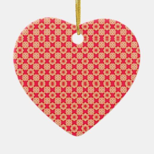 Textura roja del modelo adorno navideño de cerámica en forma de corazón