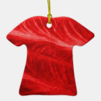 Textura roja del oído de elefante adorno de cerámica en forma de camiseta