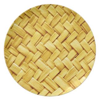 Textura tejida amarillo de la paja plato para fiesta