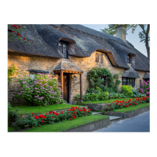 Thatch roof cottage in England Postcard