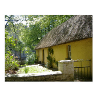 Thatched cottage in Bunratty Folk Park - Ireland Post Cards